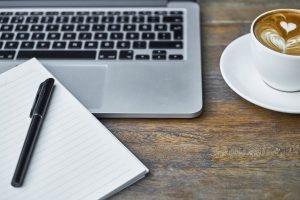 laptop-cappuccino-schrijven
